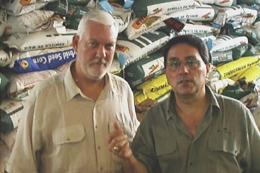 Apóstolo Jorge Tadeu com o Presidente da Lesea Steve Sumrall (parceria para transporte e doação de alimentos)